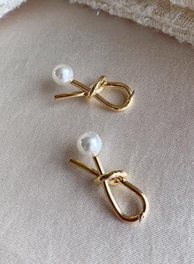 Knot pearl earring